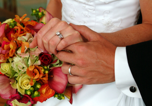 WEDDING RINGS AND FLOWERS- © Sodimages | Dreamstime.com