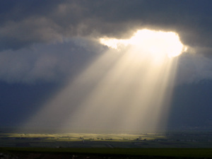 SUN RAYS FALLING THROUGH THE CLOUDS © Arkadiy Leybovskiy | Dreamstime.com